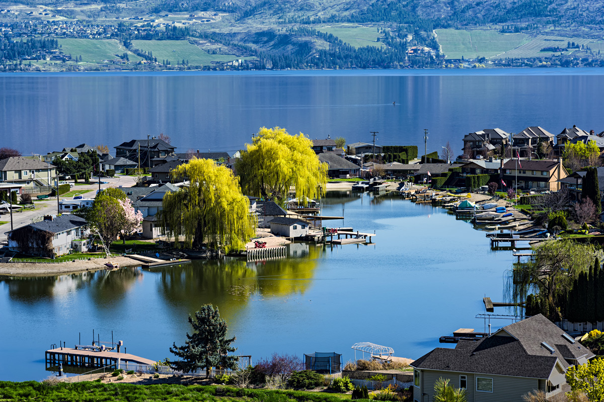 Are you renting a vacation home in Kelowna this summer? Consider a vacation boat rental too.